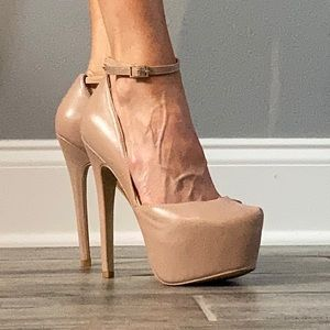 Closed toe heels
